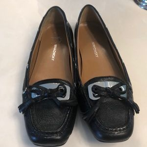 Super cute B Makowsky loafer style flats